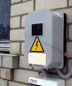 Як провести електрику в приватний будинок?